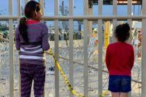 Zwei Mädchen an der Grenze zwischen Mexiko und den USA im April 2019